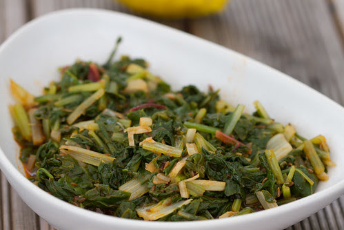 Soe lehtpeedisalat. Warm mangold salad. Swiss chard with spices.