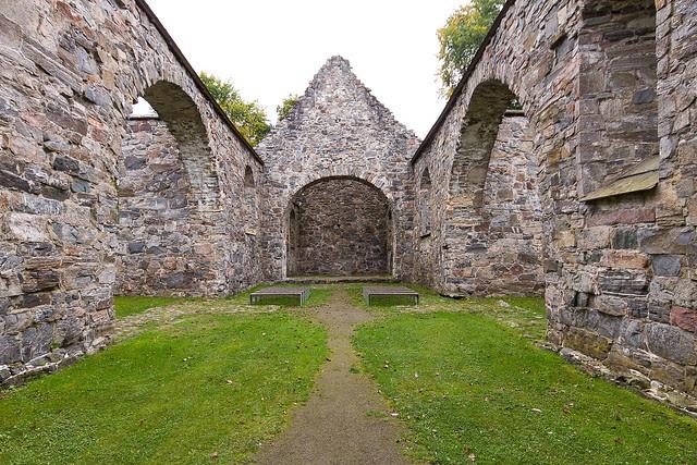 Nes Church Ruins-3554