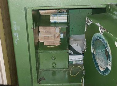 Remanso: Ação encontra cofre com R$ 50 mil e cheques em casa de envolvido em esquema