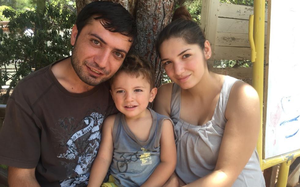 Liza Sido, su marido Mohamad Abu Shiru y el hijo de ambos.