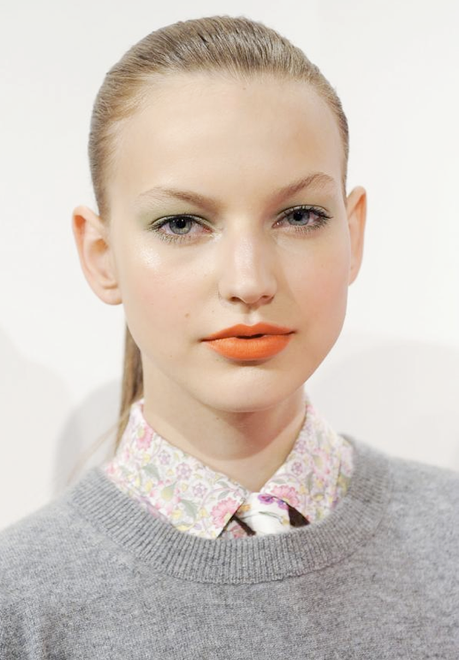LE FASHION BLOG BEAUTY ORANGE LIPS JCREW TROPICAL PINK PRINT SHIRT GREY GRAY SWEATER PONYTAIL BLUE EYESHADOW SPRING SUMMER SS 2012 4 photo LEFASHIONBLOGBEAUTYORANGELIPSJCREWPRINTSHIRTSS20124.png