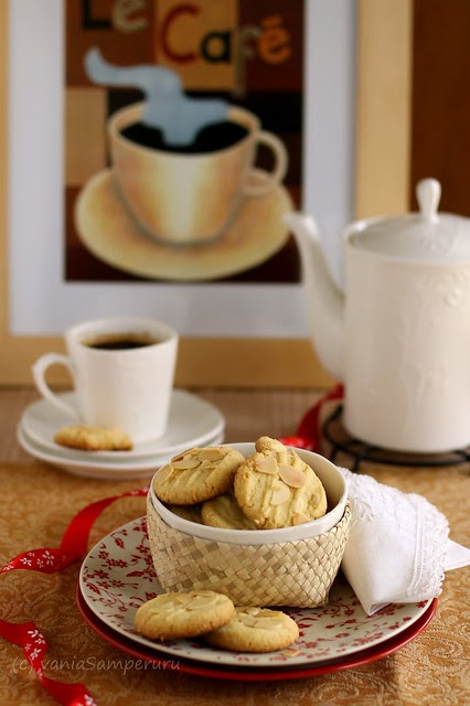 Almond Crisps Cookies + Black Coffee