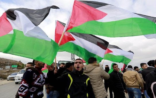 Palestinos protestando