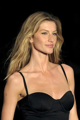Gisele Bundchen No 1 - The World´s Highest Paid Model -  $45 million by Biilboard Hot 100