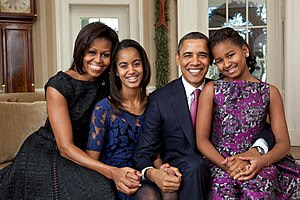 http://upload.wikimedia.org/wikipedia/commons/thumb/5/5d/Barack_Obama_family_portrait_2011.jpg/300px-Barack_Obama_family_portrait_2011.jpg