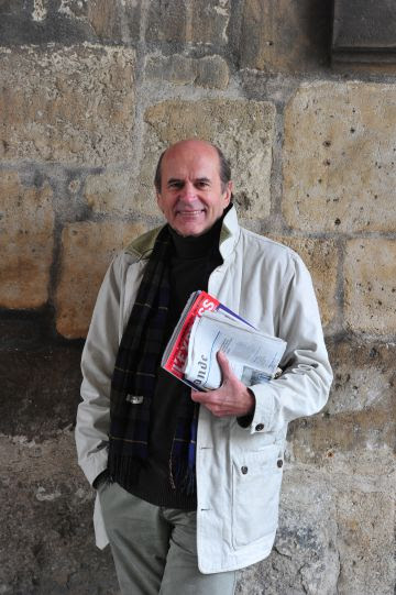 El periodista y escritor Gilbert Grellet, en París.