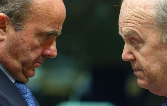 De Guindos frente a su homólogo irlandés durante la reunión del Ecofin. | Efe