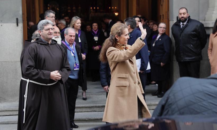 La infanta Elena cumple con la tradición y visita el Cristo de Medinaceli
