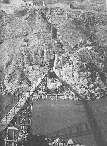 Construcción del Puente Nuevo de Alcántara en Toledo, hacia 1927. Fotografía de D. Pedro Román Martínez