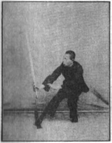 《昆吾劍譜》 李凌霄 (1935) - posture 14