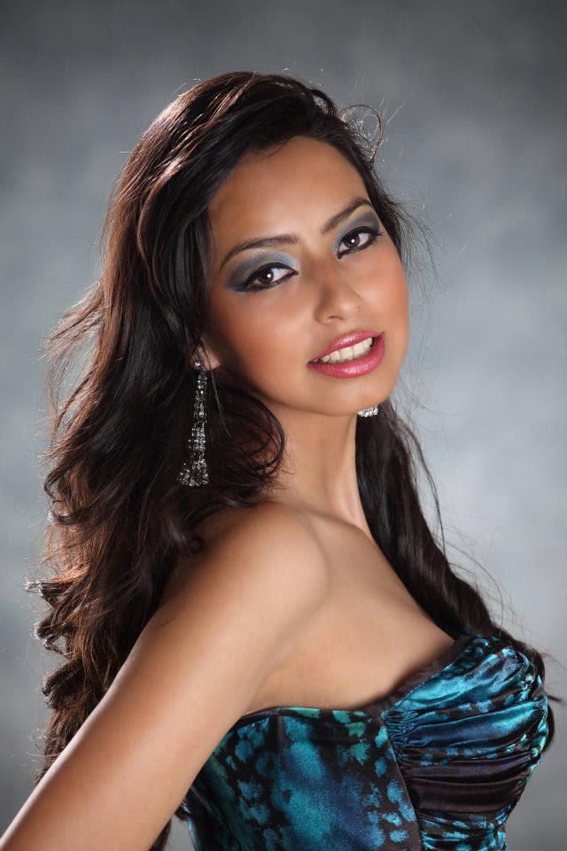 Alejandra Castillo en traje de noche (foto 3)