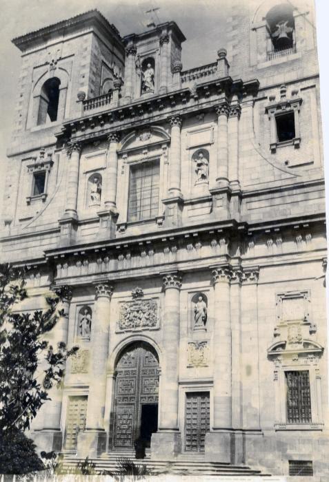 Fachada de la Iglesia de los jesuítas (San Ildefonso) en junio de 1905. Fotógrafo anónimo. Colección Luis Alba. Ayuntamiento de Toledo