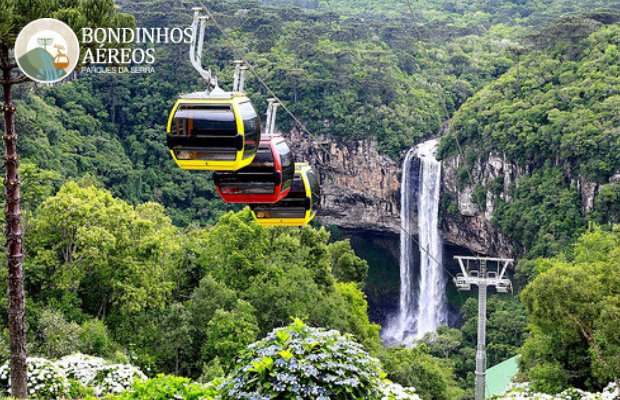 Com uma vista privilegiada de um dos mais belos cartões postais do Brasil, a Cascata do Caracol de Canela