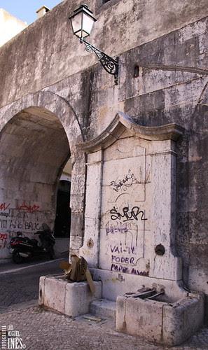 Chafariz da Rua do Arco de São Mamede by Luís Miguel Inês | Fotografia