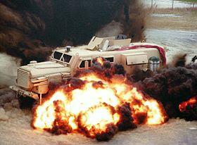 Un MRAP Cougar lors d'un test