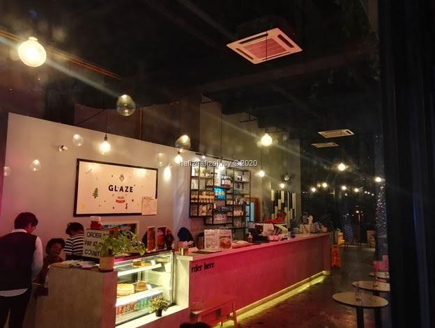 Surprise Birthday di Glaze Eatery Cafe, Tamarind Square Cyberjaya