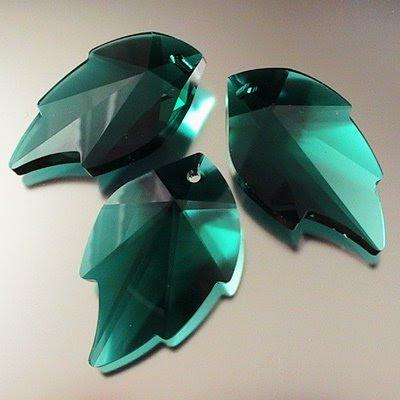 34767352025205 Swarovski Elements Pendant - 20 x 32 mm Leaf (6735) - Emerald (1)