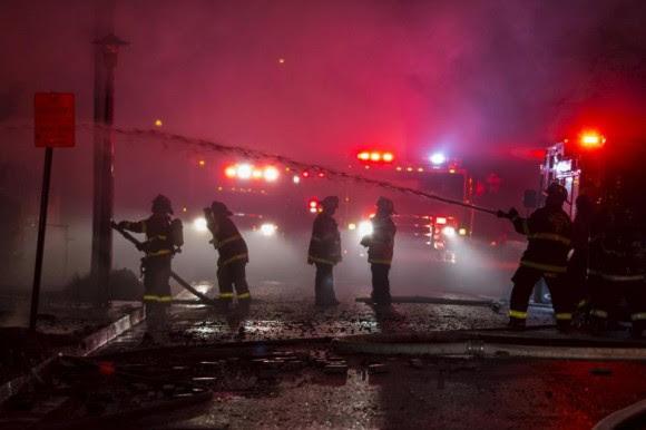 Al menos 15 agentes resultaron heridos en los incidentes que se empezaron a registrar tras el sepelio de Gray. Foto: Boston Globe