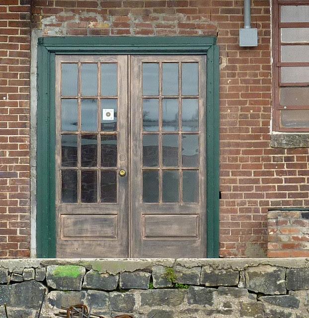 P1030890-2012-01-12--Virginia-Cotton-Docks-Beltline-Doors-Double-Glass-detail