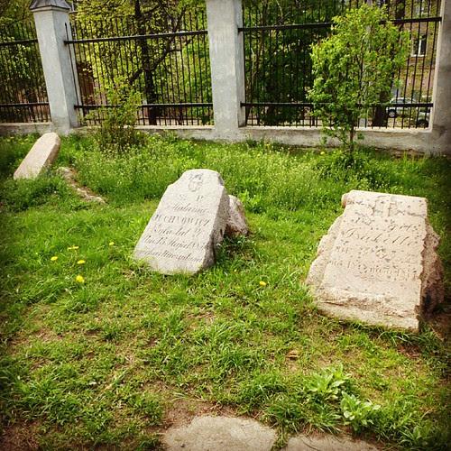 Надгробия у костела Святого Роха