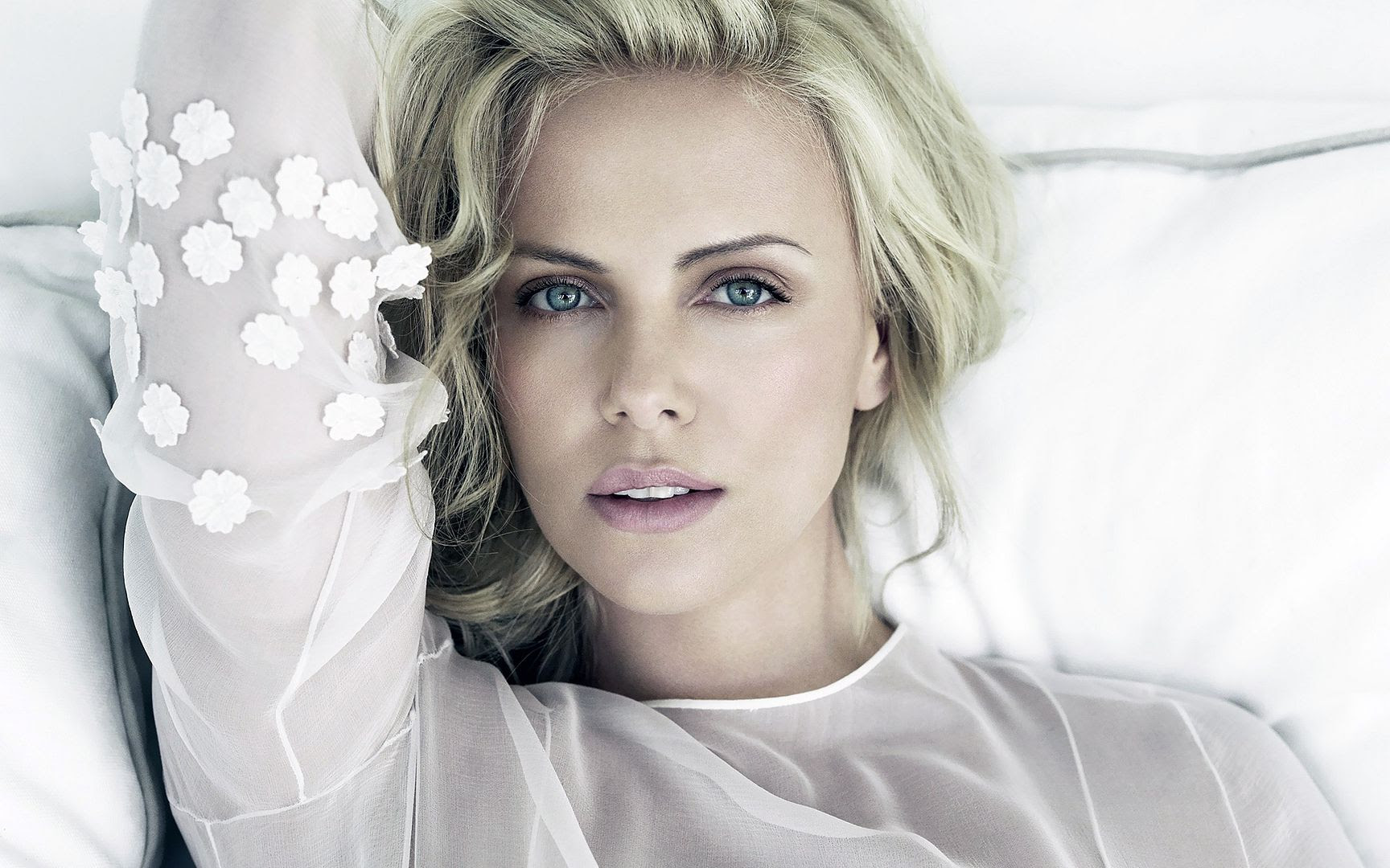 Charlize Theron photo charlize_theron_38-wide.jpg