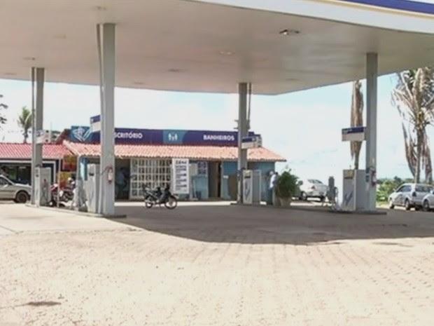 Frentista diz que foi agredido por vereador em posto de combustíveis de Três Ranchos, Goiás (Foto: Reprodução/ TV Anhanguera)