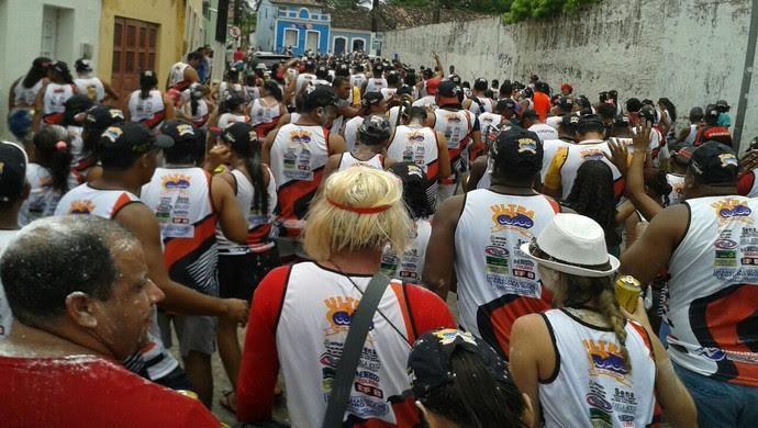 Multidão percorre as ruas de Marechal Deodoro no bloco do Flamengo (Foto: Bethy Fernandes/Cortesia)