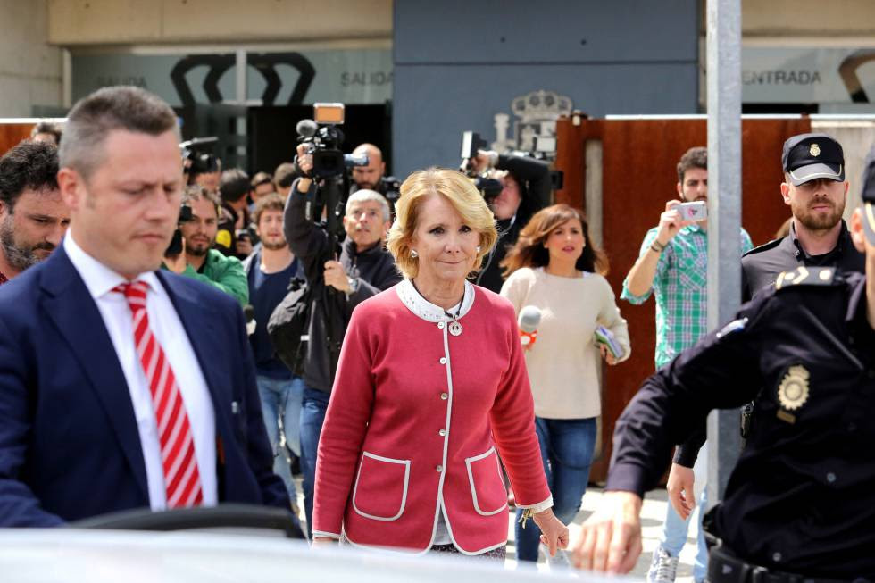 Former Madrid premier Esperanza Aguirre leaves court on Thursday.