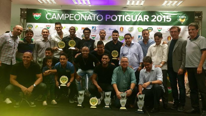 Jogadores ABC recbem prêmio (Foto: Klênyo Galvão/GloboEsporte.com)