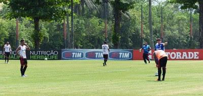 Kayke - Flamengo, Ninho do Urubu (Foto: GloboEsporte.com)