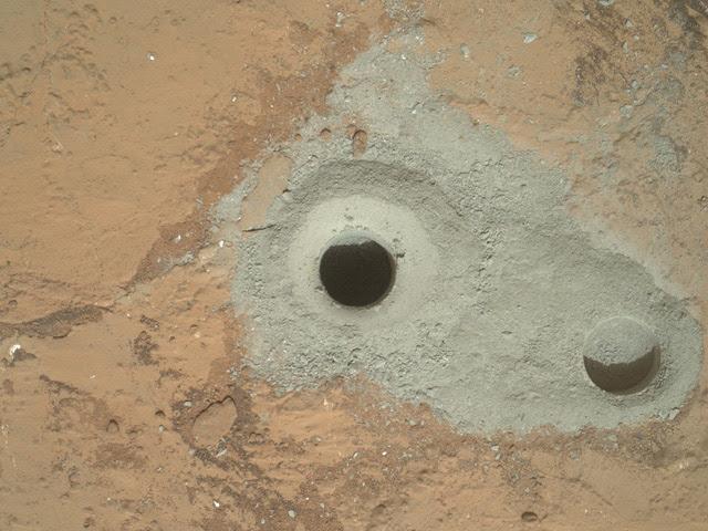 Por primera vez, la sonda Curiosity perforó una roca marciana y se aprestaba a extraer una pizca de polvo para inspeccionarla en su laboratorio interno