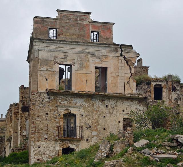 Perierga.gr - Craco, μια πόλη φάντασμα!