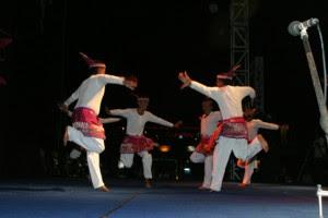 http://fokusaceh.blogspot.com/2012/10/seudati-tarian-aceh-dengan-semangat.html