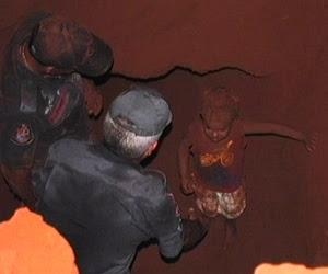 Menino de 2 anos cai em buraco  de 3 m de profundidade em SP (Reprodução)