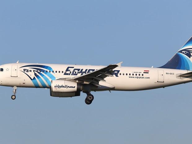 Imagem de um Airbus A320 da EgyptAir que data de janeiro de 2015 (Foto: Kevin Cleynhens/AP)