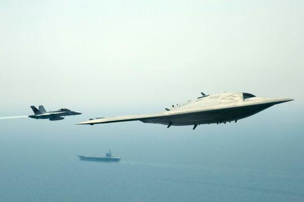X47B-con-Hornet