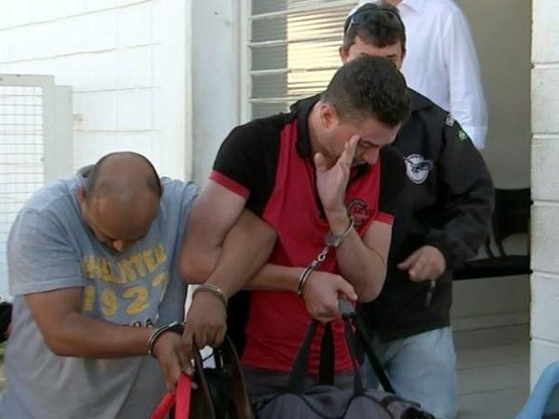 Piá (à direita) foi preso em flagrante com um comparsa em Bauru (Foto: Reprodução/TV TEM)