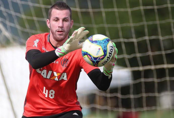 Paulo Victor em treino, nesta semana, no CT do Flamengo (Foto: Gilvan de Souza)