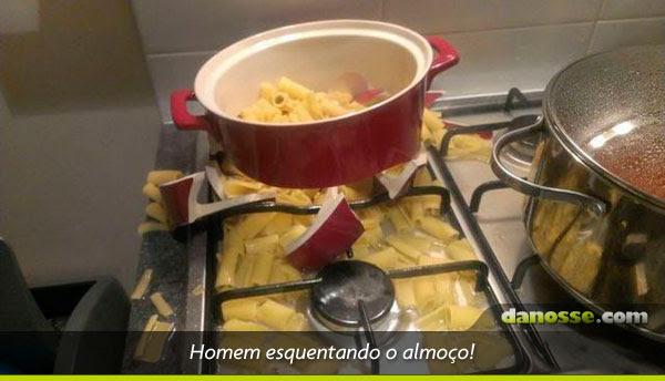 Homem desenrolado na cozinha!