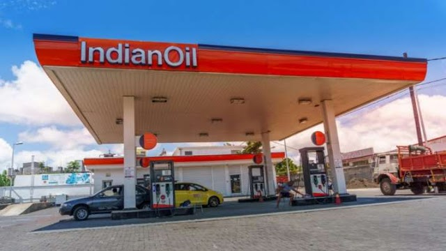 पेट्रोल-डीजल के दाम में लगातार दूसरी बड़ी गिरावट, आगे और नरमी आने की है संभावना