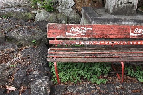 寫著四國的可口可樂椅子