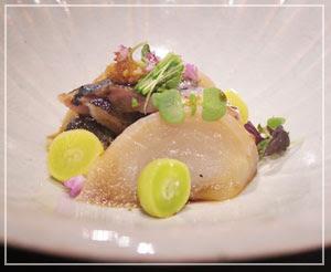 これは「中皿」。香ばしい炙り秋刀魚が、脂も乗ってて最高でした。