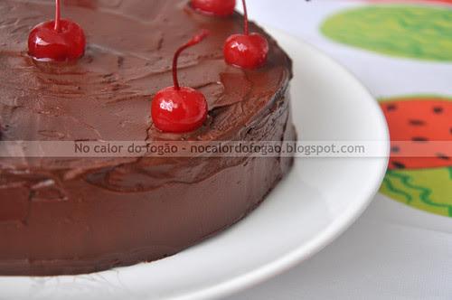 Bolo de chocolate, amêndoas e cereja I