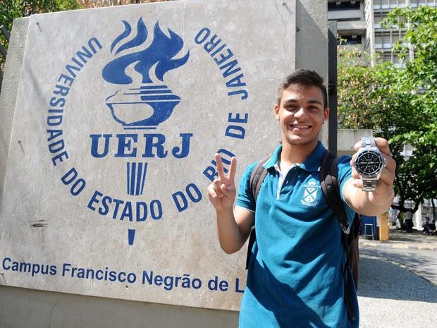 Jean Clode Souza terminou a prova do Enem em pouco mais de uma hora (Foto: Alexandre Durão / G1)