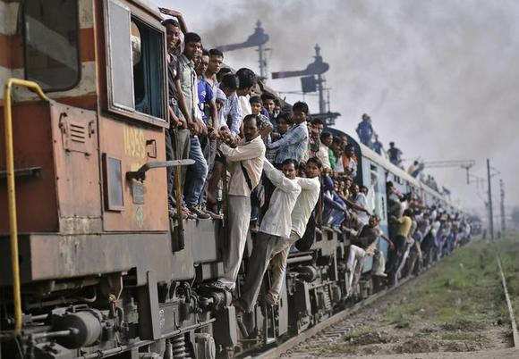 Passengers travel on an overcrowded train at Loni town in Uttar Pradesh July 8, 2014. REUTERS/Anindito Mukherjee/Files