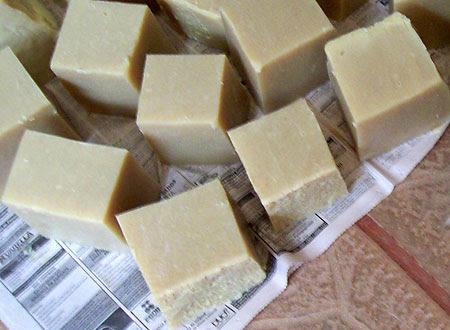 Pedaços de sabão ecológico feitos em casa