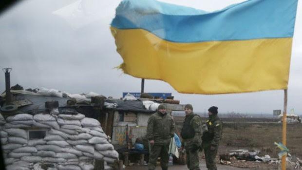 Conflito no leste da Ucrânia já matou 5,4 mil e deixou milhares de desabrigados, diz ONU  (Foto: AP)