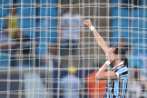Grêmio permite reação, mas vence a Portuguesa com gol nos minutos finais Diego Vara/Agência RBS