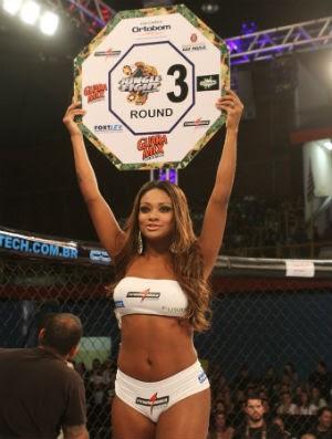 Ex-BBB Jaqueline no Jungle Fight 37 (Foto: Levy Ribeiro/Jungle FC)