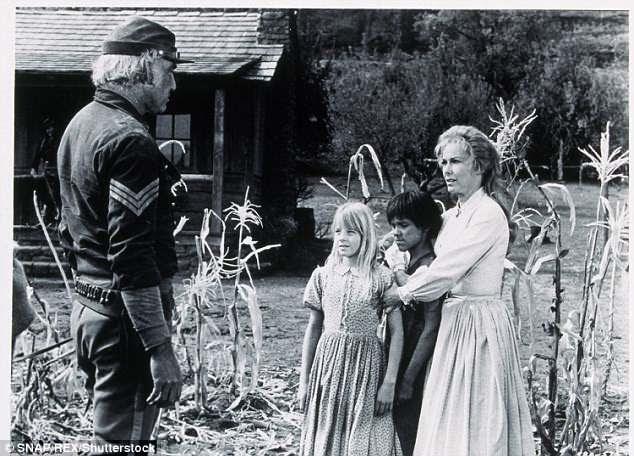 Em uma fazenda: Em 1973 ela olhou com Vera Miles em One Little Indian